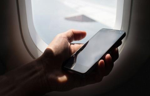 Uçakta telefon kullanılırsa ne olur neden yasak, uçakta telefon çeker mi, uçakta telefonla konuşabilir miyim, uçakta telefon neden yasak, uçakta telefon kullanılır mı